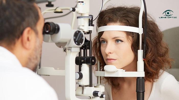 Khi nào cần đi khám mắt? Khám mắt giúp phát hiện các dấu hiệu của những bệnh lý nguy hiểm - Ảnh 2.