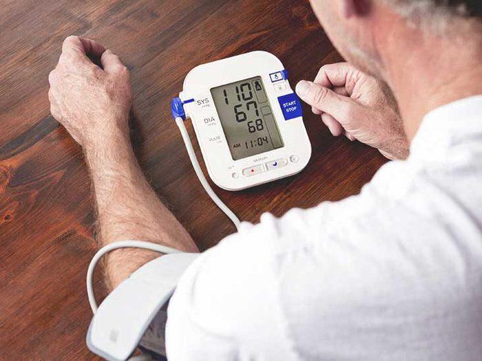 Cách hạ huyết áp ngay lập tức theo lời khuyên của chuyên gia y tế - Ảnh 1.