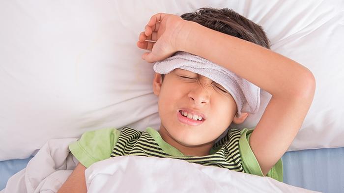 Phòng bệnh cho trẻ khi trời nắng đột ngột bằng cách nào? - Ảnh 2.