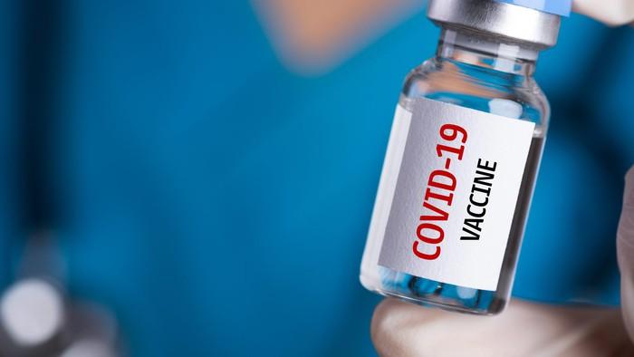 Bị dị ứng nổi mề đay có tiêm vắc xin COVID-19 được không? Người dị ứng cần biết gì trước và sau khi tiêm vaccine? - Ảnh 2.