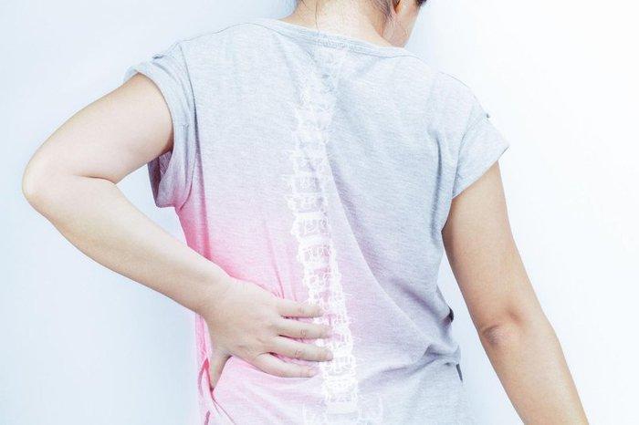 Thoát vị đĩa đệm cột sống thắt lưng: Nguyên nhân, dấu hiệu, các cấp độ và cách điều trị - Ảnh 2.