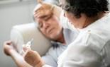 Người trên 60 tuổi có nguy cơ tử vong vì COVID-19 cao gấp 3-20 lần so với người trẻ! Chuyên gia chỉ cách chăm sóc