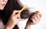 Sử dụng thuốc xịt tóc khiến nữ sinh viên rụng tóc