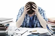 Những lý do khiến những nghiên cứu sinh học Tiến sĩ thường xuyên bị căng thẳng và trầm cảm