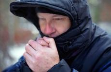 Chân tay lạnh vào mùa đông: Tìm hiểu nguyên nhân, đối tượng và biện pháp phòng tránh