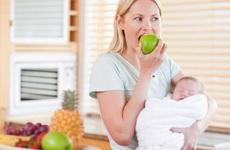 Phụ nữ sau sinh ăn hoa quả gì: Tổng hợp những loại quả cực tốt cho mẹ sau sinh
