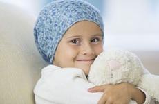 Khi nào sốt, chảy máu mũi của trẻ là dấu hiệu cảnh báo trẻ có nguy cơ mắc ung thư máu