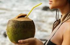 Uống nước dừa có tác dụng gì? Bị cảm có nên uống nước dừa không?