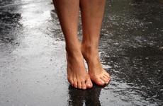 Nấm da chân vào mùa mưa: hiểu để phòng tránh đúng cách