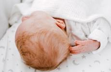 Cắt tóc máu cho trẻ sơ sinh: Khi nào cắt tóc máu cho trẻ sơ sinh và cần lưu ý gì?