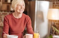 Những thực phẩm người cao tuổi không nên ăn trong mùa thu