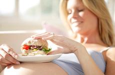 Ngày Tết bà bầu không nên ăn gì? Những loại rau sống bà bầu không nên ăn?