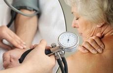 Xử trí khi bị cao huyết áp đột ngột như thế nào? Cần lưu ý gì?