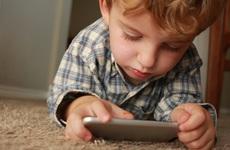 Nghiện điện thoại và cách hạn chế thời gian sử dụng điện thoại ở trẻ