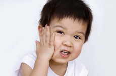 Quai bị ở trẻ em: Nguyên nhân, triệu chứng, cách phòng ngừa và điều trị