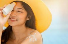 Du lịch biển mùa hè, chuyên gia đưa ra những gợi ý nào để bảo vệ làn da và sức khoẻ?