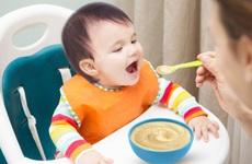 Gợi ý thực đơn cho bé 1 tuổi đầy đủ dưỡng chất nhất mà mẹ cần biết