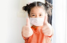 Phụ huynh cần làm gì để bảo vệ trẻ khi gia đình có F0 điều trị tại nhà?