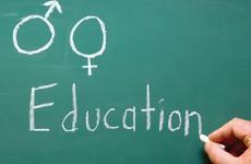 Đâu là giải pháp giáo dục giới tính cho trẻ em?