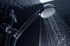 Người bị cảm lạnh có nên tắm không? Những trường hợp không nên tắm