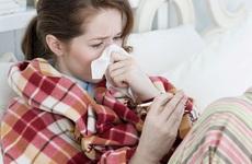 Sốt virus và cảm lạnh rất dễ gây nhầm lẫn nguy hiểm