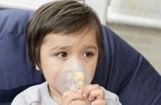 Phác đồ điều trị hen phế quản ở trẻ em như thế nào?
