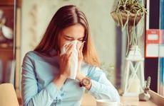 Ngạt mũi do cảm lạnh biểu hiện như thế nào? Cách giảm triệu chứng nhanh