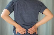 Đau lưng có thể là dấu hiệu của bệnh ung thư nào?