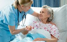 Chăm sóc bệnh nhân ung thư cổ tử cung giai đoạn cuối bị khó thở, đau vùng chậu và đau lưng