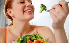 Phụ nữ mắc bệnh trĩ sau sinh nên ăn gì để cải thiện bệnh?