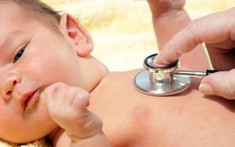 Cách nhận biết sớm các dấu hiệu bệnh viêm phổi ở trẻ em