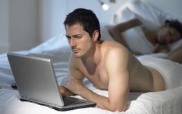 Xem phim khiêu dâm nhiều có làm tăng nguy cơ rối loạn cương dương ở nam giới?