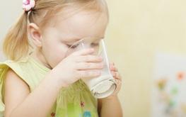 Sữa bò và sữa dê, loại nào dễ gây dị ứng hơn?
