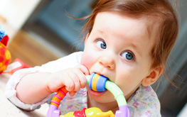 Biểu hiện trẻ mọc răng và phụ huynh nên làm gì khi trẻ mọc răng?