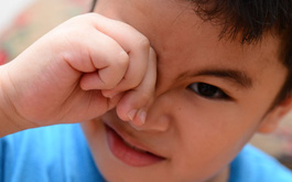 Hướng dẫn phân loại bệnh viêm kết mạc (Đau mắt đỏ) theo nguyên nhân gây bệnh