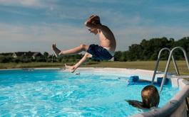 Hướng dẫn phòng bệnh tai - mũi - họng khi cho trẻ đi bơi vào mùa hè