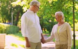 Tập luyện sức khỏe thể chất ở người cao tuổi mùa hè - thu