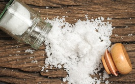 Muối là gia vị nên kiêng cho người bị cao huyết áp