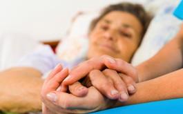 Phải làm gì khi người thân mắc ung thư sắp qua đời?