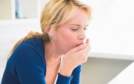 Khạc ra máu khi bị viêm amidan, cảnh báo dấu hiệu nguy hiểm