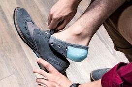 Đi giày làm tăng nguy cơ lây nhiễm Covid-19: Chuyên gia nói gì?