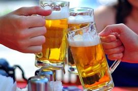 Uống bia mùa hè: giải khát hay thói quen giết chết sức khoẻ?