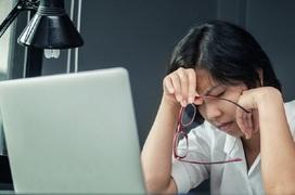 Những thói quen xấu có thể gây hại cho mắt