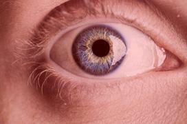 Nhìn ánh sáng đỏ ba phút mỗi ngày cải thiện đáng kể thị lực