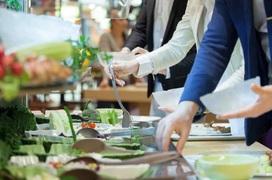 Nhà hàng, quán cafe trong nhà được mở cửa lại từ 0h ngày 2/3: Làm cách nào để tự bảo vệ mình an toàn?