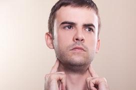 Bệnh quai bị có sưng cổ không? Sưng cổ còn là dấu hiệu mắc bệnh gì?