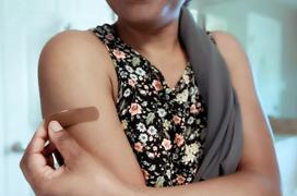 Đau nhức cánh tay sau chủng ngừa vắc-xin covid-19: cách thức tác động và cách xử trí