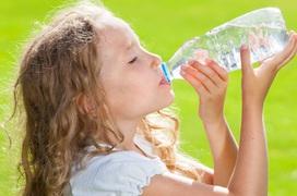 Sốc nhiệt vào mùa hè: Hướng dẫn cách phòng tránh sốc nhiệt cho trẻ khi trời nắng nóng