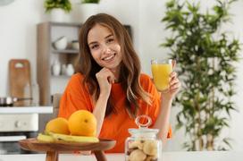 Sốt có nên uống nước cam không? Bị sốt virus nên ăn gì?