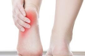 Đau gót chân là bệnh gì? Nguyên nhân và cách điều trị cần biết